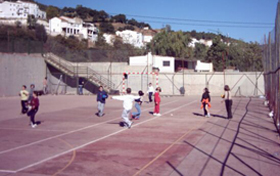 niños educacion fisica colegio