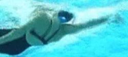 natacion espalda entrada de la mano en el agua